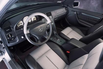 Mercedes-Benz C-Klasse Limousine W202 Innenansicht statisch Studio Vordersitze und Armaturenbrett fahrerseitig