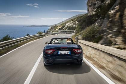Maserati GranCabrio Aussenansicht Heck dynamisch dunkelblau