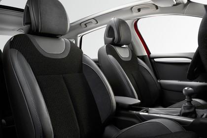 Citroën C4 N Innenansicht statisch Studio Vordersitze und Panoramadach beifahrerseitig
