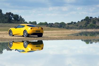 Lotus Evora S Aussenansicht Heck schräg statisch gelb