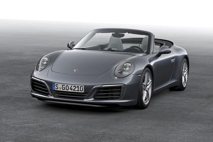 Porsche 911 Carrera Cabriolet 991.2 Aussenansicht Front schräg statisch Studio grau