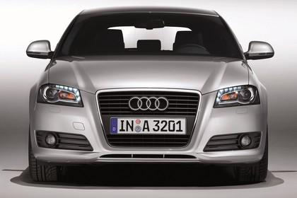 Audi A3 8P 3türer Aussenansicht Front Studio statisch silber