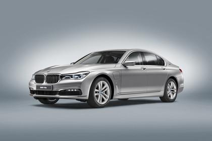 BMW 7er G11/G12 Aussenanansicht Front schräg Studio statisch silber