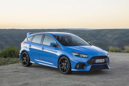 Ford Focus RS DYB-RS Aussenansicht Front schräg statisch blau
