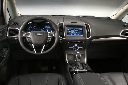 Ford Galaxy WA6 Innenansicht statisch Studio Vordersitze und Armaturenbrett fahrerseitig