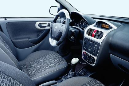 Opel Corsa C 3Türer Innenansicht Beifahrerposition Studio statisch grau