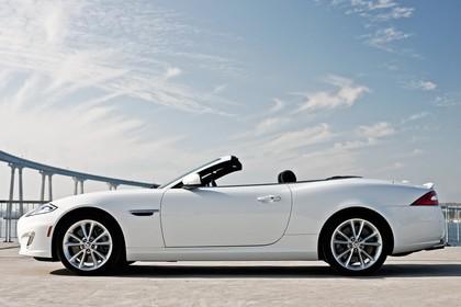 Jaguar XK Cabriolet X150 Aussenansicht Seite statisch weiß