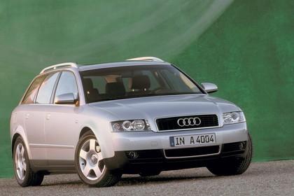 Audi A4 Avant B6 Aussenansicht Front schräg statisch silber