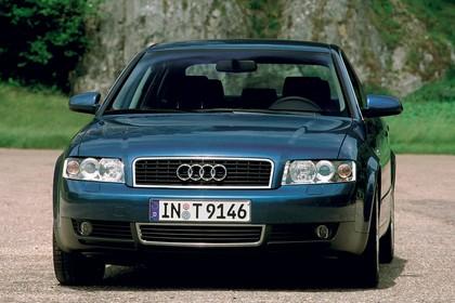 Audi A4 Limousine B6 Aussenansicht Front schräg statisc blau