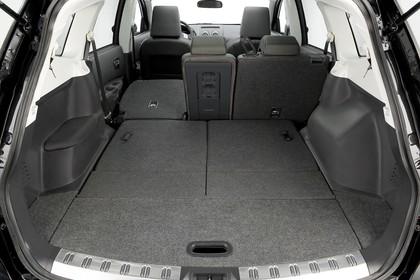 Nissan Qashqai Innenansicht Kofferraum Rückbank umgeklappt statisch schwarz