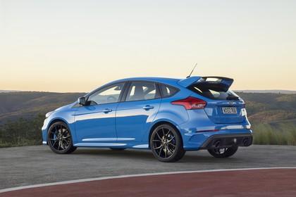 Ford Focus RS DYB-RS Aussenansicht Seite schräg statisch blau