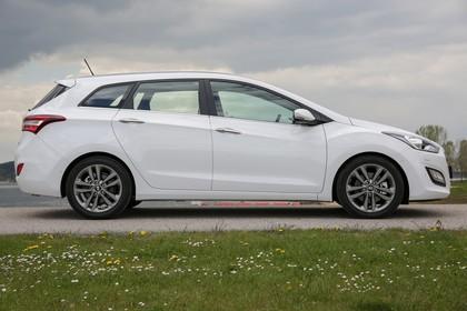 Hyundai i30 Kombi GD/GDH Aussenansicht Seite statisch weiss