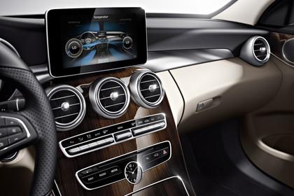 Mercedes C-Klasse W205 Innenansicht Multimedia statisch beige