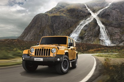 Jeep Wrangler Unlimited JK Aussenansicht Front schräg dynamisch gelb