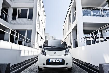 Citroën C-Zero Aussenansicht Front statisch weiss