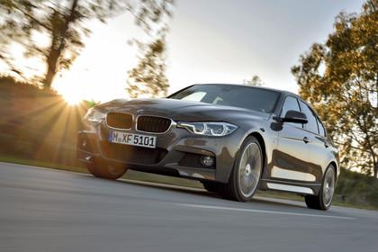 BMW 3er Limousine F30 Aussenansicht Front seitlich dynamisch bronze