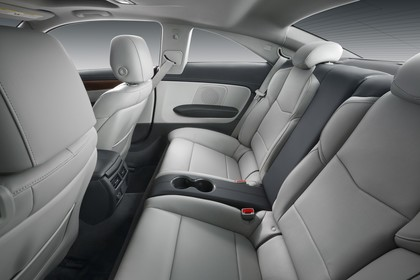 Cadillac ATS Coupé Innenansicht statisch Studio Rücksitze fahrerseitig