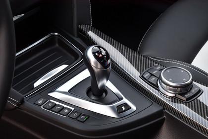 BMW M3 F80 Innenansicht Detail Mittelkonsole statisch Carbon