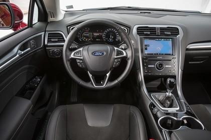 Ford Mondeo Limousine Mk5 Innenansicht studio Armaturenbrett und Vordersitze fahrerseitig