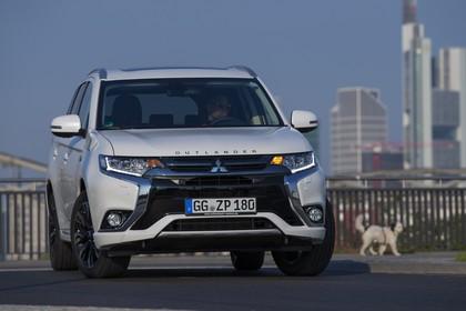 Mitsubishi Outlander Plug-in-Hybrid CWO Aussenansicht Front statisch weiß