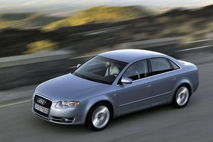 Audi A4 Limousine B7 Aussenansicht Seite schräg erhöht dynamisch silber
