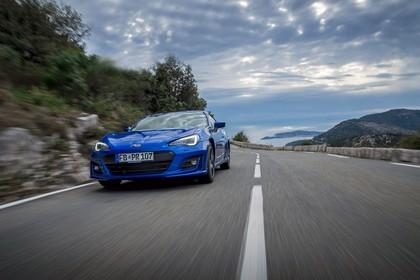 Subaru BRZ Aussenansicht Front schräg dynamisch blau