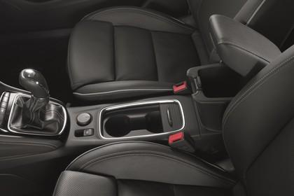 Opel Astra K 5türer Innenansicht Mittelkonsole 6Gang statisch schwarz