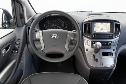 Hyundai H-1 Travel TQ Innenansicht Fahrerposition Studio statisch schwarz