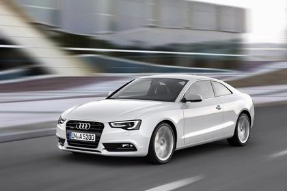 Audi A5 Facelift Coupe Aussenansicht Front schräg dynamisch weiss