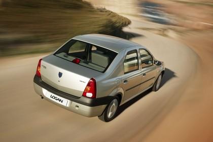 Dacia Logan Limousine Aussenansicht Heck schräg dynamisch silber