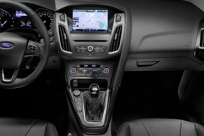 Ford Focus Turnier Mk3 Innenansicht Vordersitze Armaturenbrett und Mittelkonsole