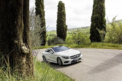 Mercedes-Benz S-Klasse Coupé C217 Aussenansicht Front schräg dynamisch weiss