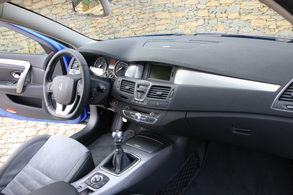 Renault Laguna Grandtour T Facelift Innenansicht statisch Vordersitze und Armaturenbrett beifahrerseitig