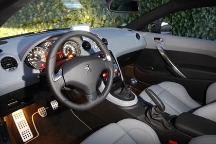 Peugeot RCZ Innenansicht Fahrerposition statisch grau