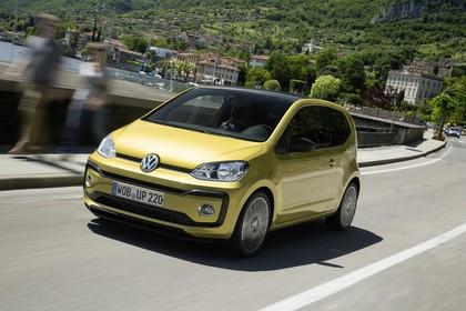 VW UP! Aussenansicht Front schräg dynamisch gold