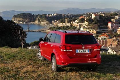 Fiat Freemont AWD JC Aussenansicht Heck schräg statisch rot