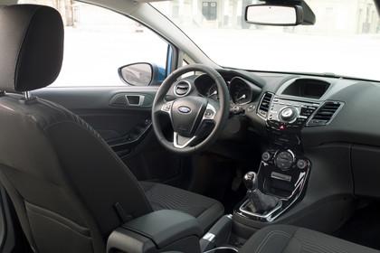 Ford Fiesta JA8 Dreitürer Innenansicht Beifahrerposition statisch schwarz