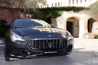Maserati Quattroporte Aussenansicht Front schräg statisch grau