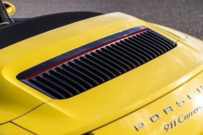 Porsche 911 Carrera S Cabriolet 991.2 Aussenansicht Heck schräg statisch Detail Motorhaube