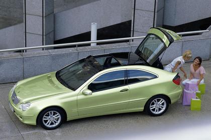 Mercedes C-Klasse Sportcoupe W203 Aussenansicht Seite statisch grün