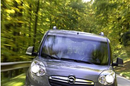 Opel Combo Tour Aussenansicht Front dynamisch hellbraun