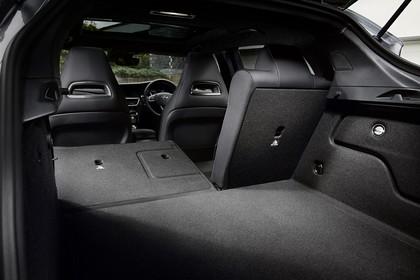 Infiniti Q30 Innenansicht statisch Kofferraum Rücksitze 2/3 umgeklappt