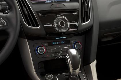 Ford Focus MK3 Stufenheck Innenansicht Detail Multimedia statisch beige