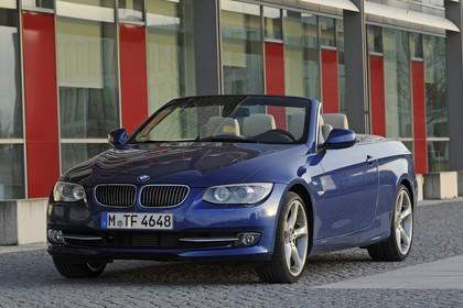 BMW 3er Cabriolet LCI Aussenansicht Front schräg statisch blau