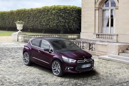 Citroën DS4 Aussenansicht Front schräg erhöht statisch violett