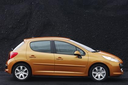 Peugeot 207 Aussenansicht Seite statisch orange