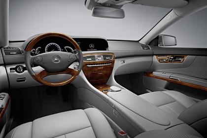 Mercedes CL C216 Studio Innenansicht Fahrerposition statisch grau braun