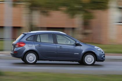 Renault Clio Grandtour R Facelift Aussenansicht Seite dynamisch grau