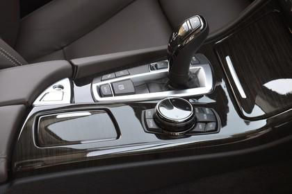 BMW 5er Touring F11 Innenansicht Detail Mittelkonsole statisch schwarz