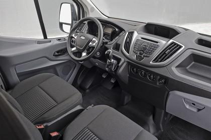 Ford Transit Mk7 Innenansicht statisch Studio Vordersitze und Armaturenbrett beifahrerseitig